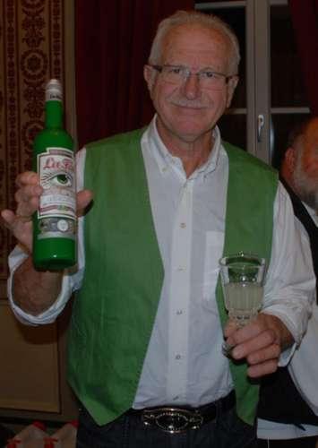 An unsher enjoys a glass of Parisienne